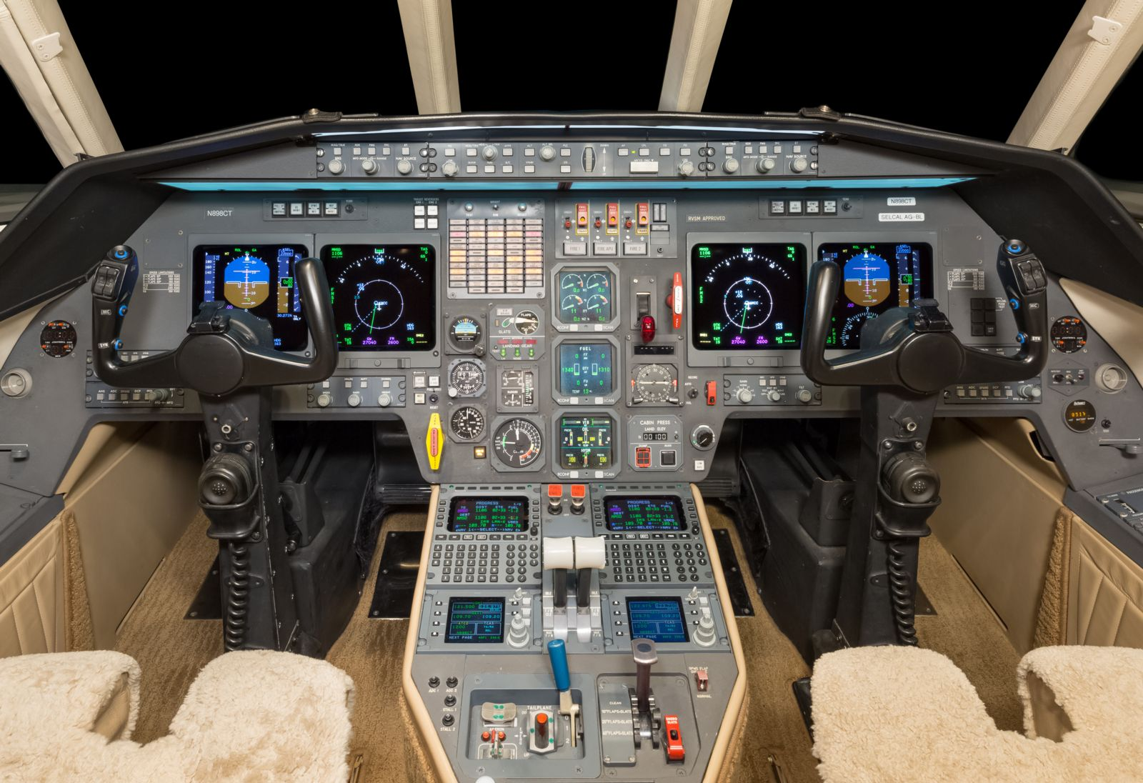 Dassault Falcon 2000  S/N 60 for sale | gallery image: /userfiles/images/F2000_sn60/flight%20deck.jpg