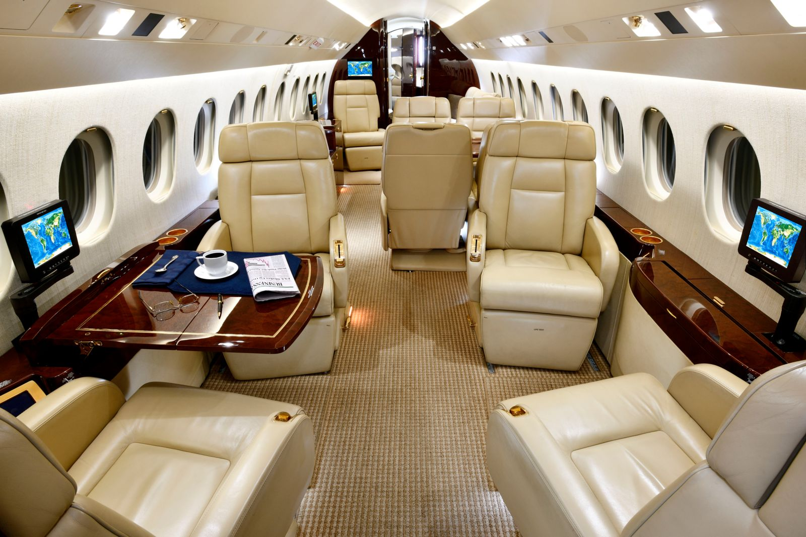 Dassault Falcon 900EX EASy  S/N 229 for sale | gallery image: /userfiles/images/F900EXy_sn229/fwd%20aft.jpg