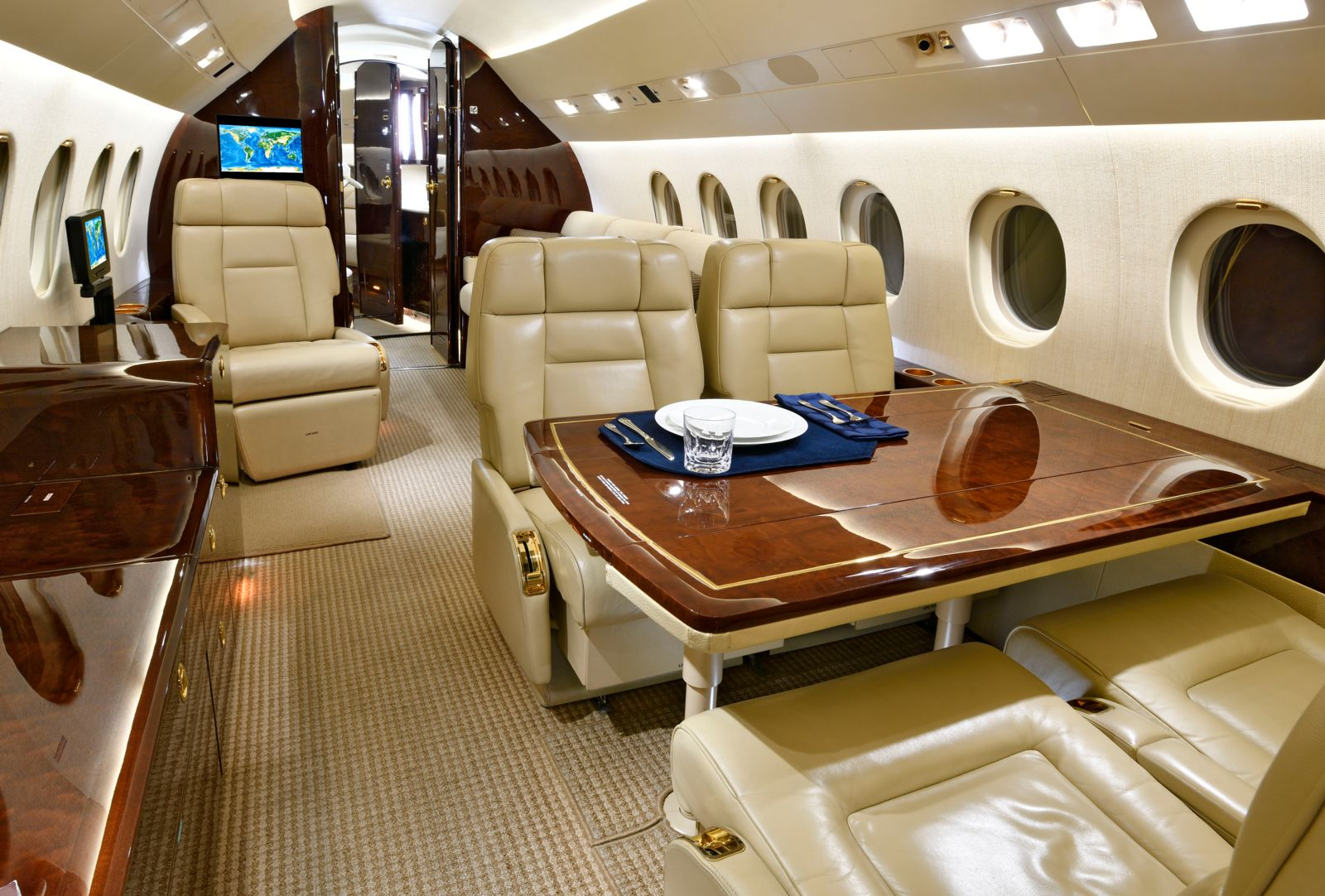 Dassault Falcon 900EX EASy  S/N 229 for sale | gallery image: /userfiles/images/F900EXy_sn229/mid%20aft.jpg