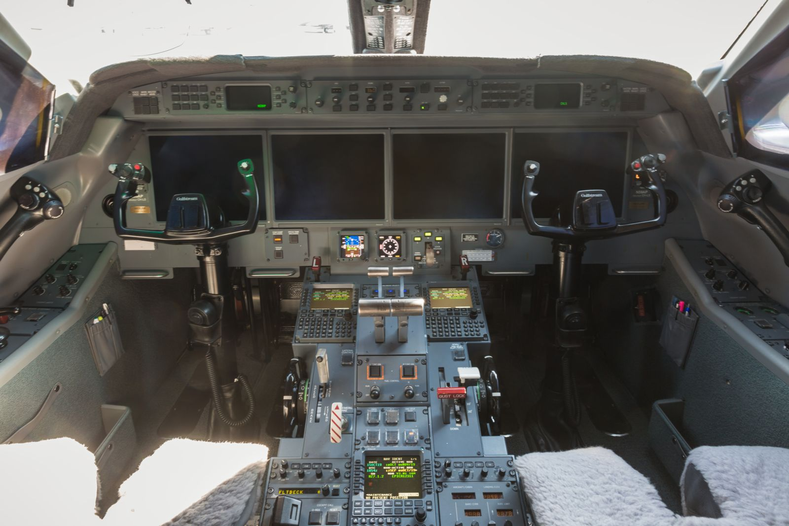Gulfstream G450  S/N 4127 for sale | gallery image: /userfiles/images/G450_4127/cockpit.jpg