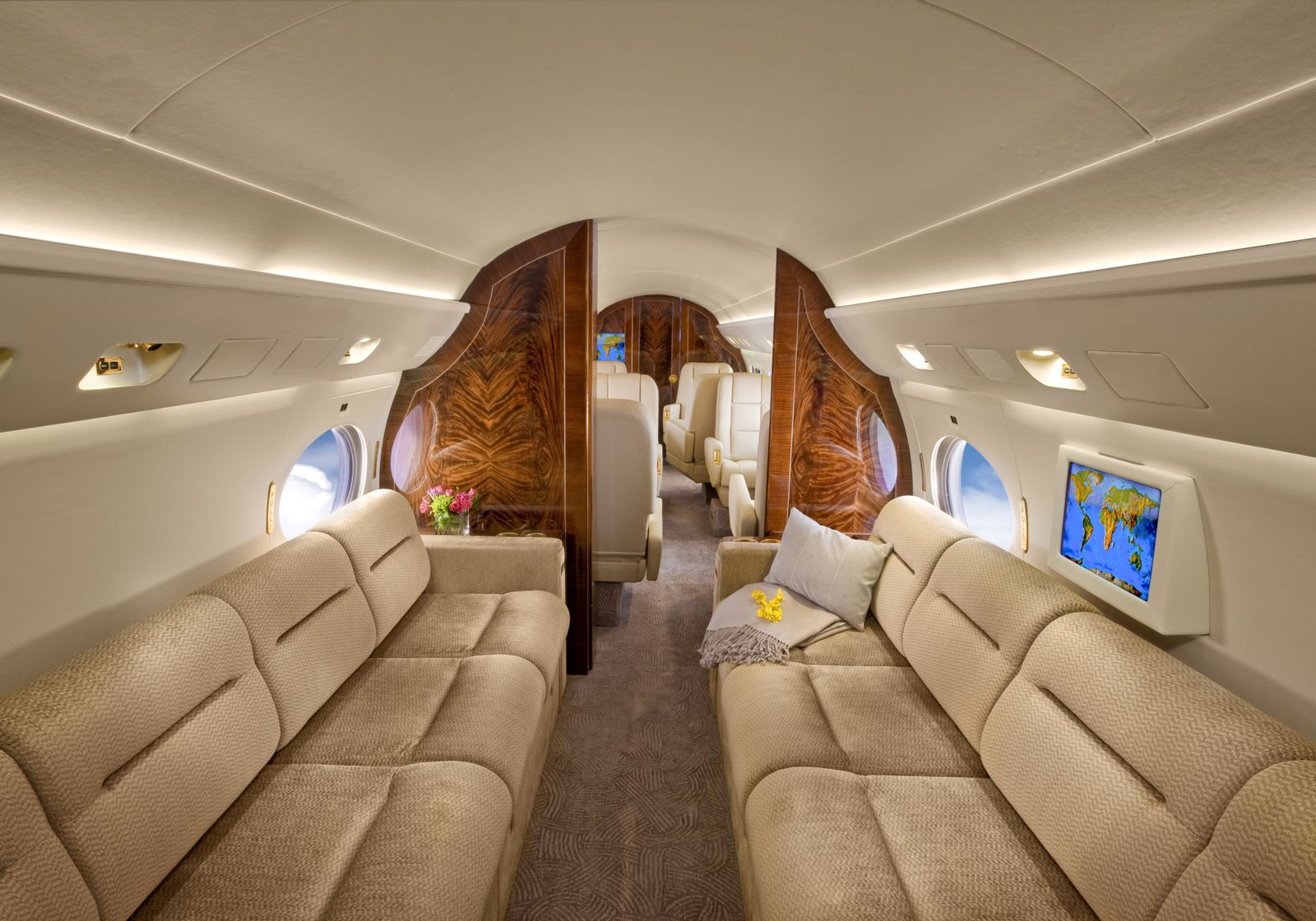 Gulfstream GIV  S/N 1114 for sale | gallery image: /userfiles/images/GIV_SN1114/trans-exec-g4-n763db-27.jpg