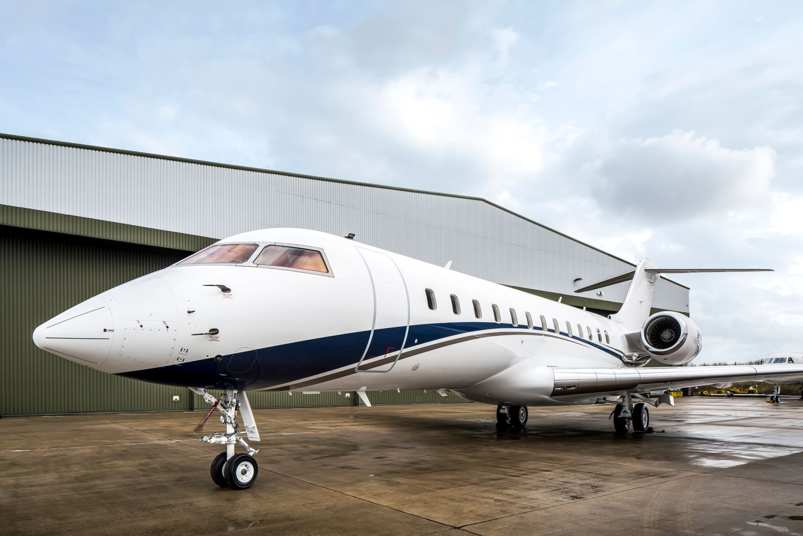 Bombardier Global Express S/N 9049 for sale | feature image