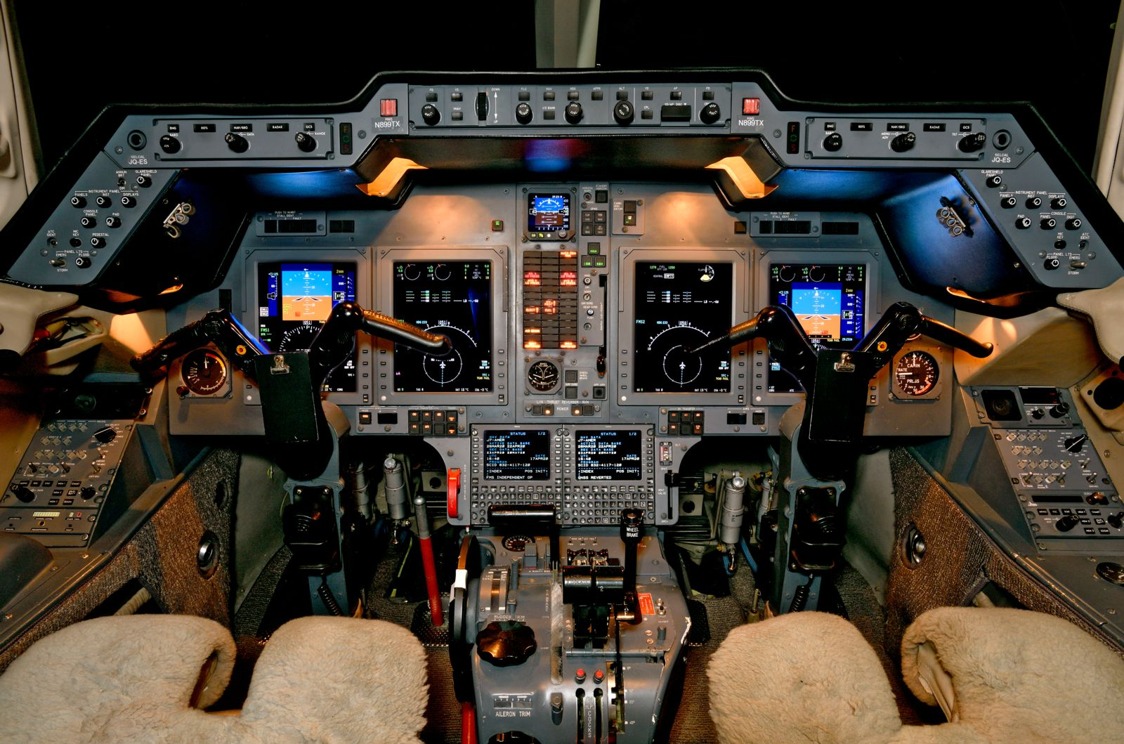 Hawker/Textron 900XP  S/N HA-0019 for sale | gallery image: /userfiles/images/H900XP_sn_19/cockpit.jpg