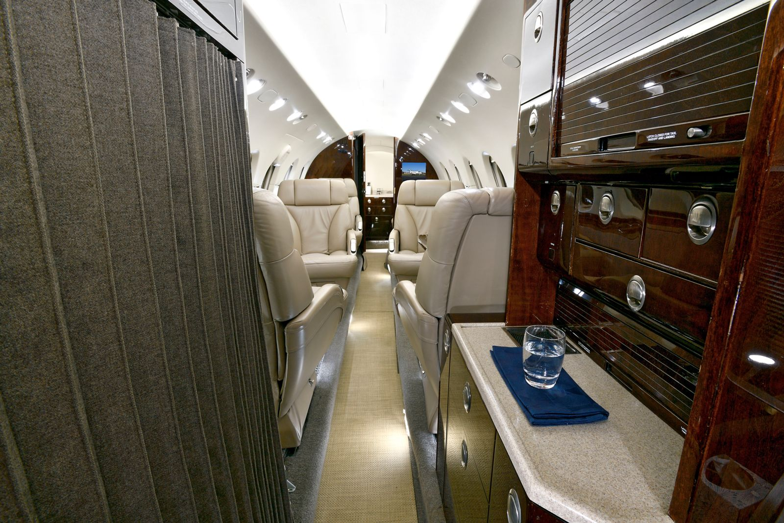 Hawker/Textron 900XP  S/N HA-0019 for sale | gallery image: /userfiles/images/H900XP_sn_19/galley%20aft.jpg