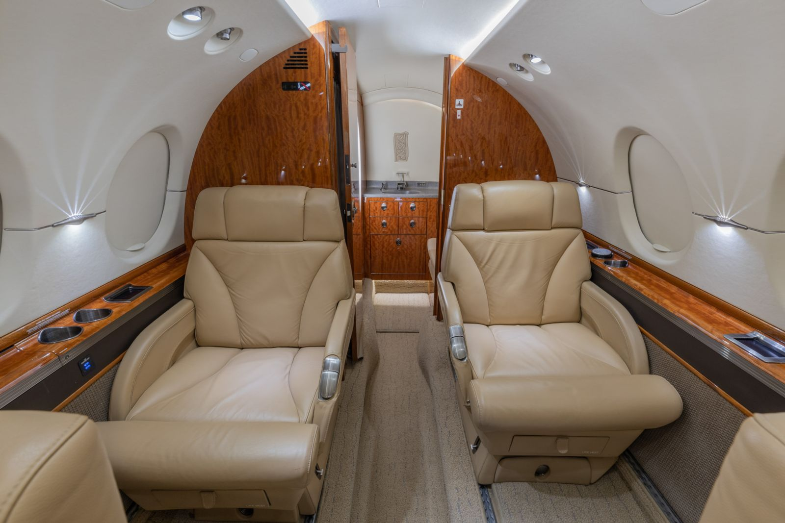 Hawker/Textron 800XPi  S/N 258729 for sale | gallery image: /userfiles/images/Hawker800XPi_sn729/n707ks-webres-10.jpg