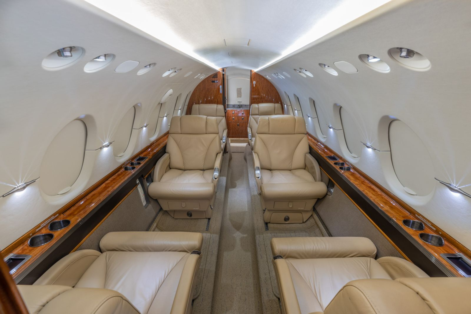 Hawker/Textron 800XPi  S/N 258729 for sale | gallery image: /userfiles/images/Hawker800XPi_sn729/n707ks-webres-8.jpg